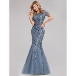 Světle modré šaty s krátkým...