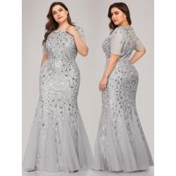 Stříbrné šaty s krátkým...