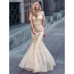 Zlaté šaty s krátkým...